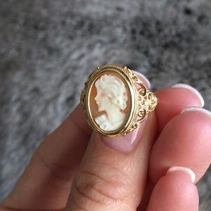Beautiful Cameo Ring!